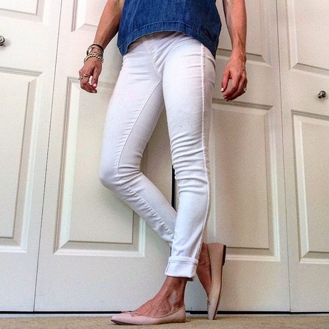 white skinny jeans and ballet flats