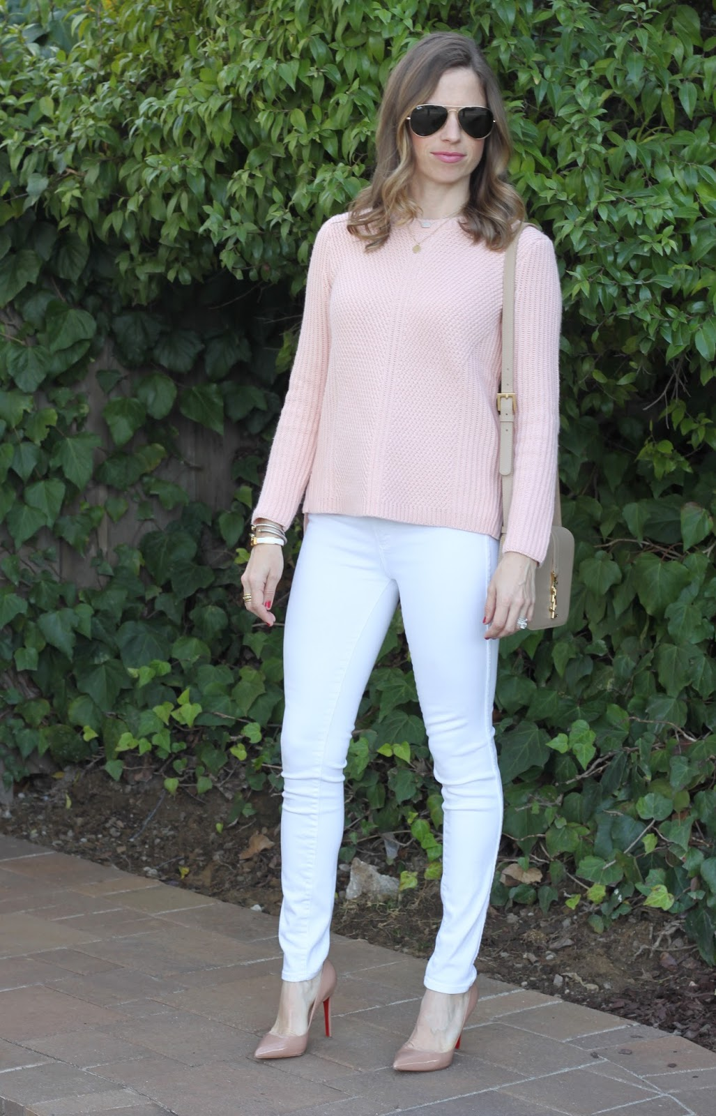 neutral outfit with white jeans