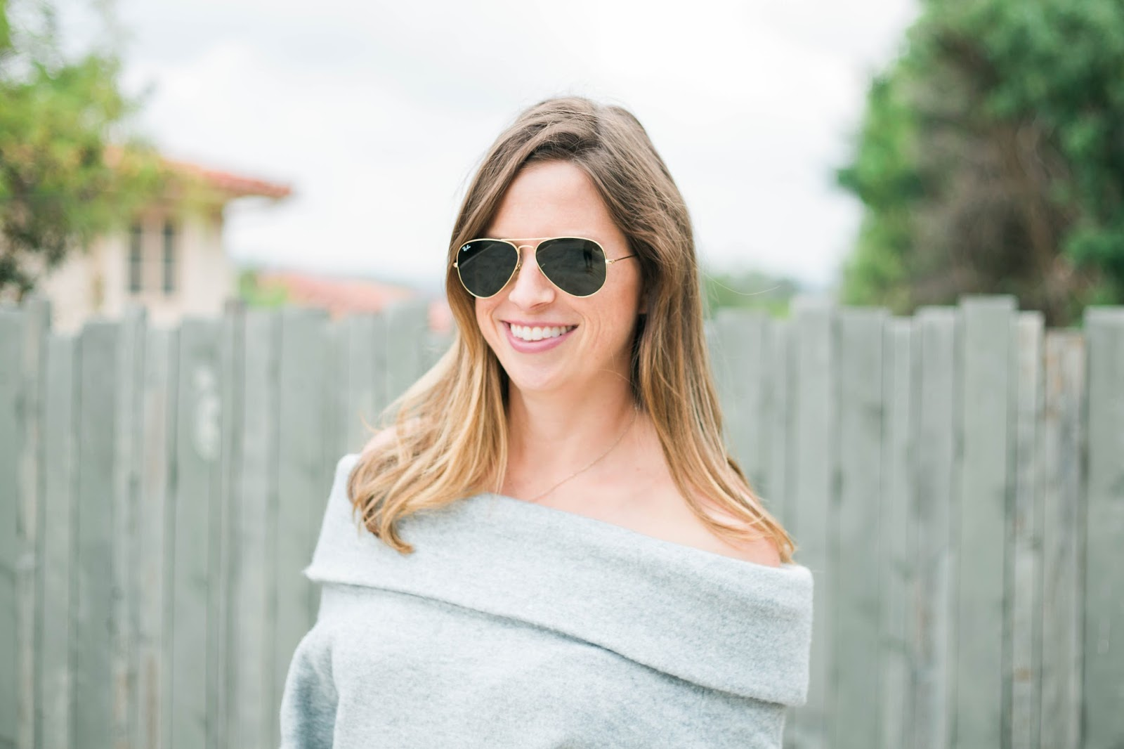 ray-ban and sweater outfit