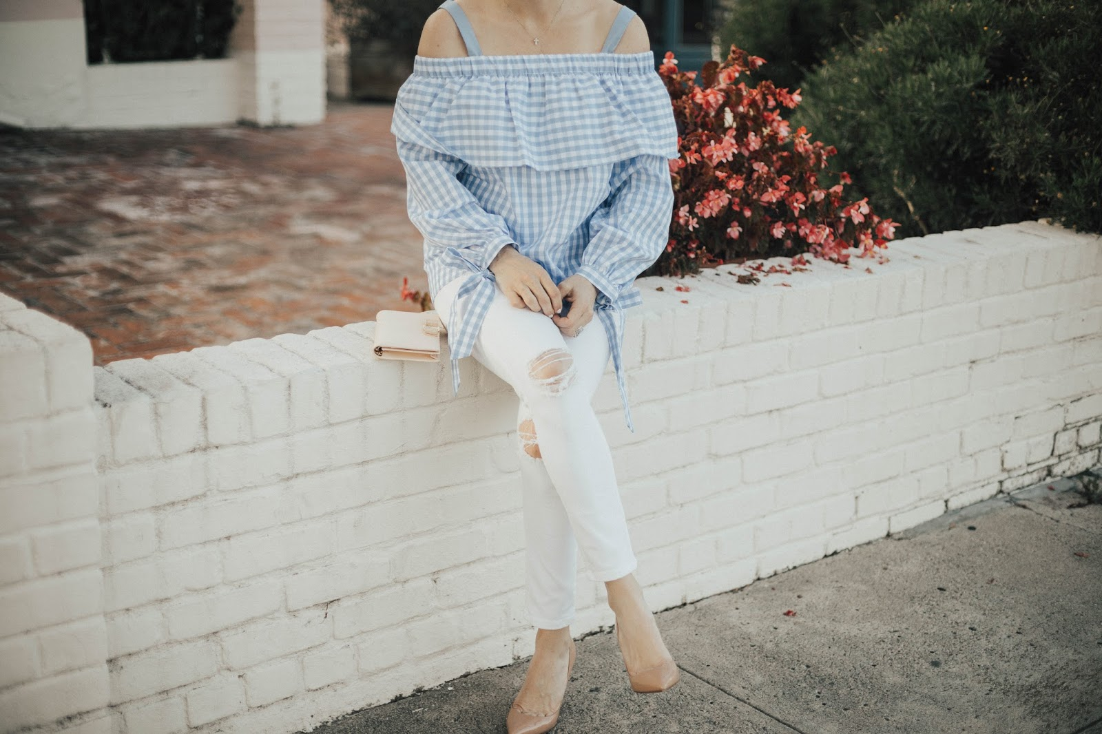 white jeans and gingham top outfit