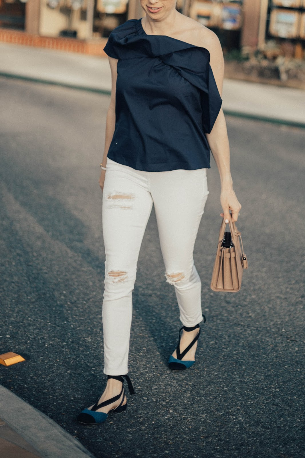 white distressed skinny jeans outfit