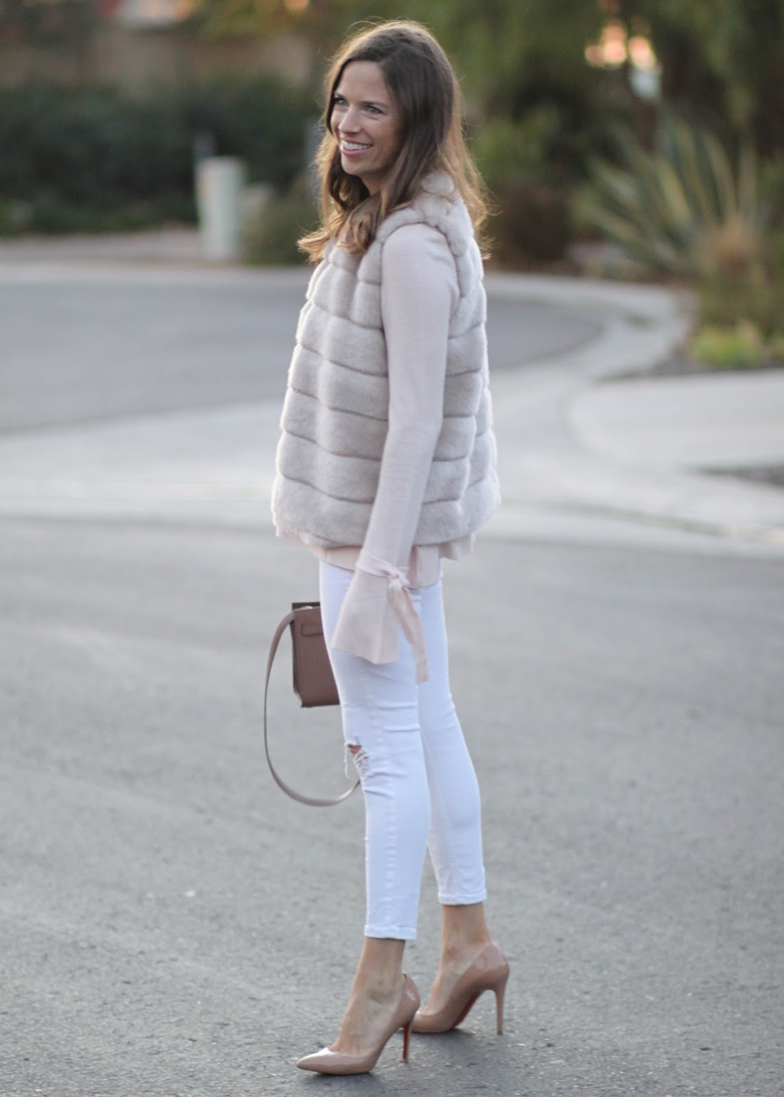 blush top and white jeans outfit