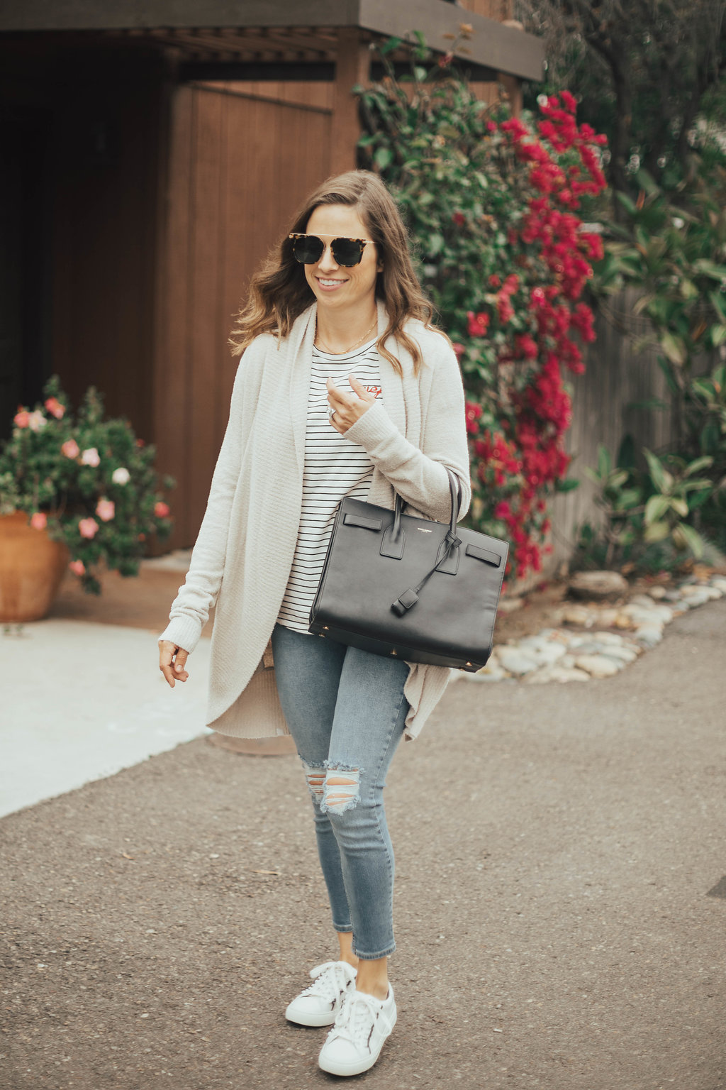 open cardigan and ripped jeans outfit