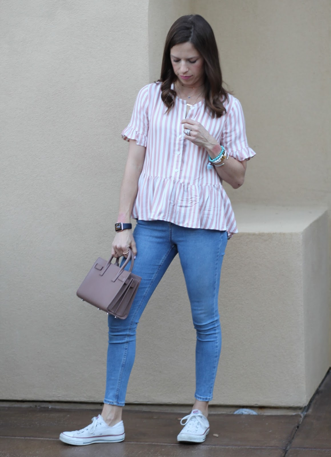 skinny jeans and converse outfit