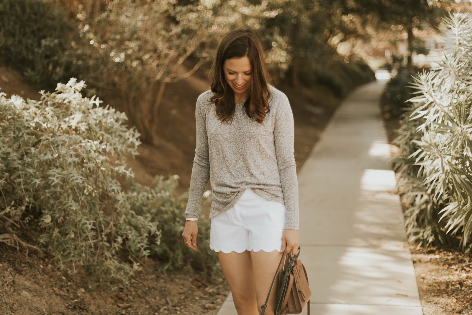 white scalloped shorts outfit