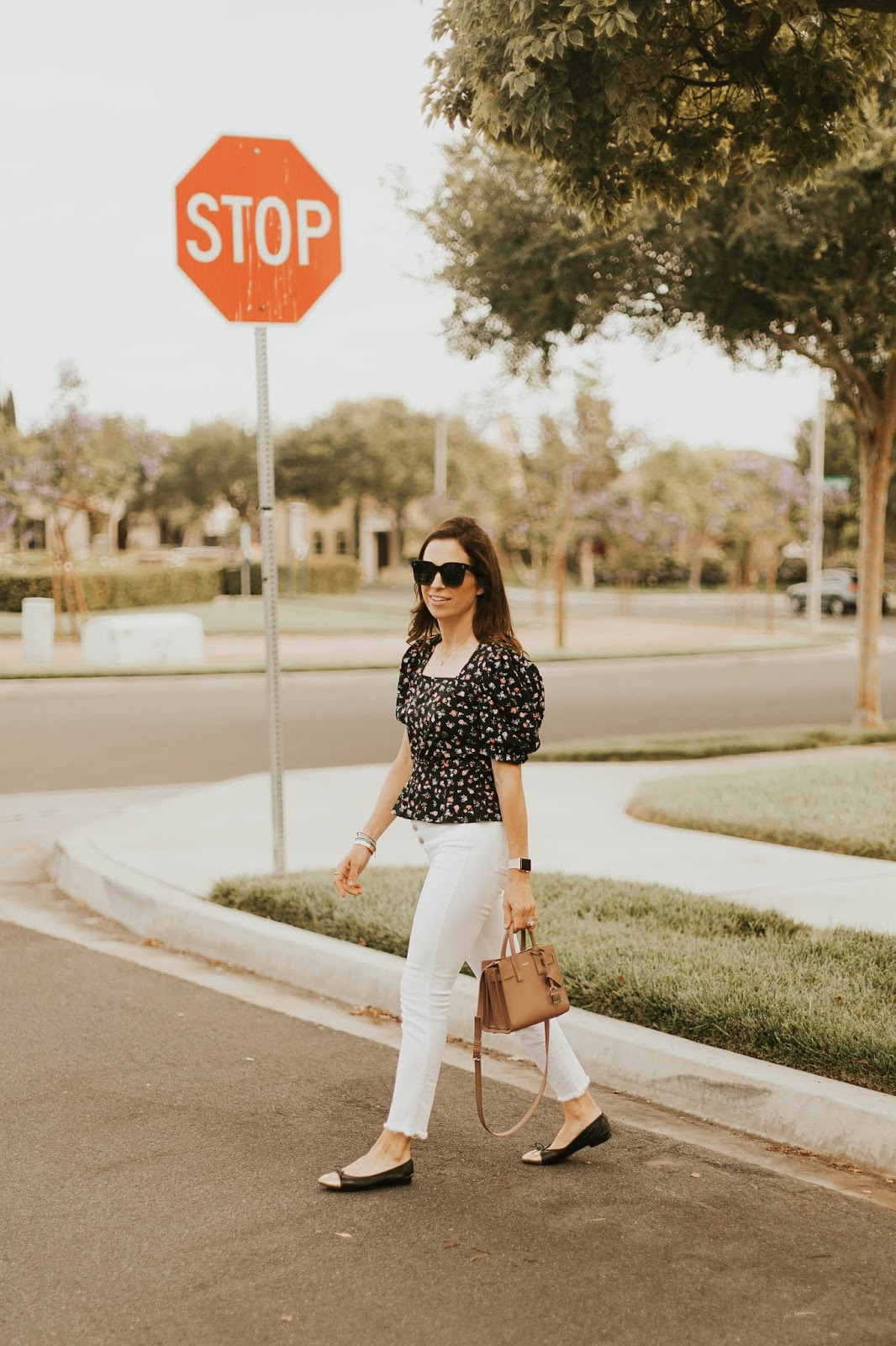 white button fly jeans outfit